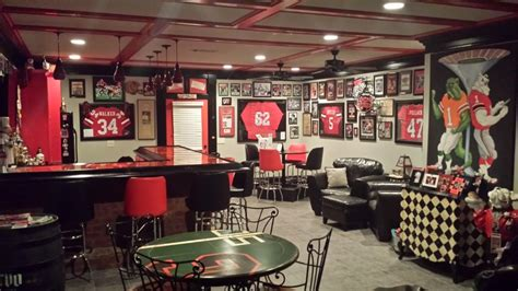 Boston Red Sox Home Decor by Life Long Georgia Fan S Man Cave Could Put Sports Bars Out