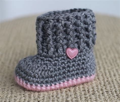baby booties for a baby girl zapatitos para una bebe crochet baby booties baby girl booties baby by thebabycrow