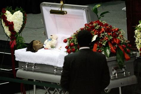 celebrities death pictures in casket chris henry memorial discover more ideas about casket