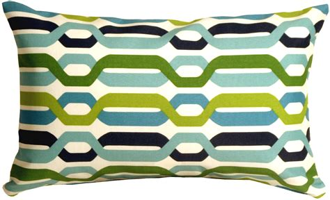 Patio Throw Pillows by 3 Tips To A Patio With Outdoor Throw Pillows Oh Decor