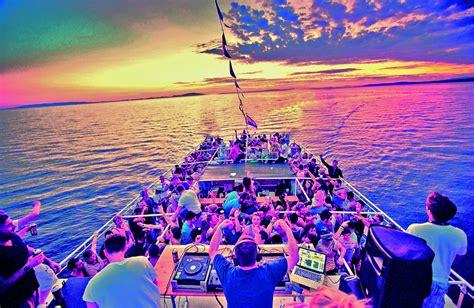 catamaran ibiza fiesta barco catamaran y fiesta en barco en valencia