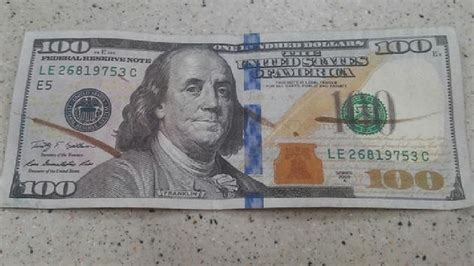 what color does a counterfeit pen turn customer gets 100 bill at walmart wcti
