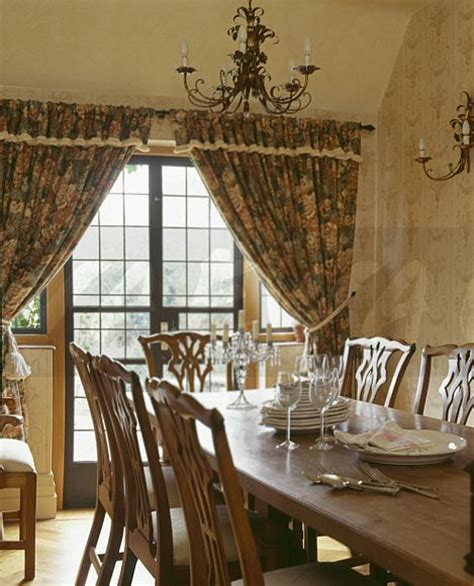 image traditional country dining room  patterned