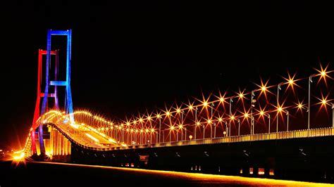 Make Up Di Pengon Surabaya jembatan suramadu surabaya madura pada malam hari