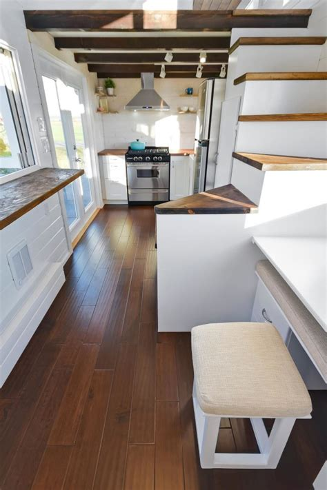 Was Kostet Ein Tiny House by Tiny House On Wheels W Big Kitchen And Sink Vanity