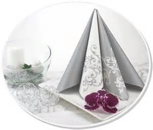 dekoration silberhochzeit servietten und deko f 252 r die silberhochzeit