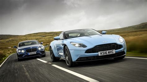Aston Martin Vs Bentley by Aston Martin Db 11 Vs Bentley Continental Gt Speed Auto It