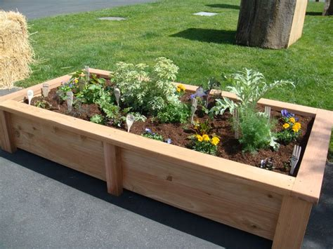 1000  images about Garden Raised Flower Beds on Pinterest   Gardens, Raised beds and Garden borders
