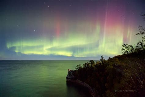 These Jaw-Dropping Photos Of The Great Lakes Night Sky ...