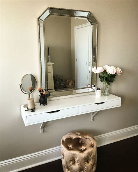 Wall Makeup Vanity by Best 25 Closet Vanity Ideas On Necklace