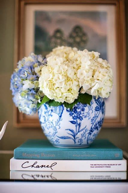 shell and chinoiserie seaside style with an eastern accent 17 best ideas about blue vases on pinterest blue china