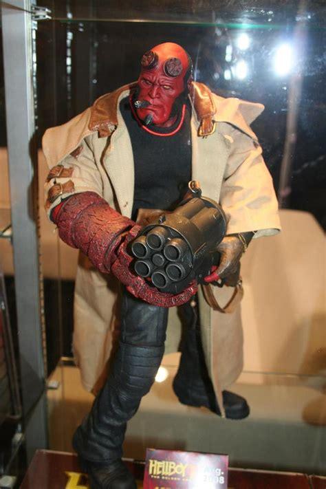 Hellboy 18 Inch Mezco mezco hellboy and exclusives parry preserve