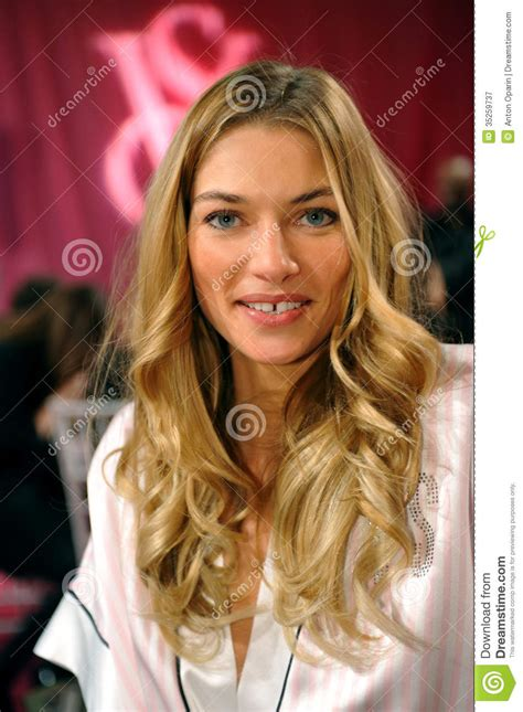 victoria secret model short hair new york ny november 13 model jessica hart poses at