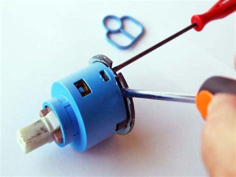 come smontare un rubinetto miscelatore come sostituire cartuccia miscelatore fare di una mosca