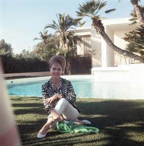 debbie home carrie fisher s lavish childhood with debbie and a shoe zion footwear news