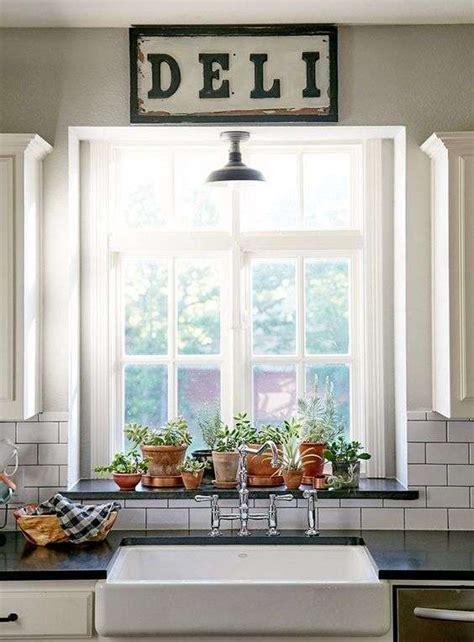 vasi per davanzali come rendere stilosi i davanzali interni delle finestre