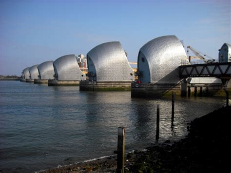thames barrier how long will it last running the 2009 london marathon ben s mission to run a
