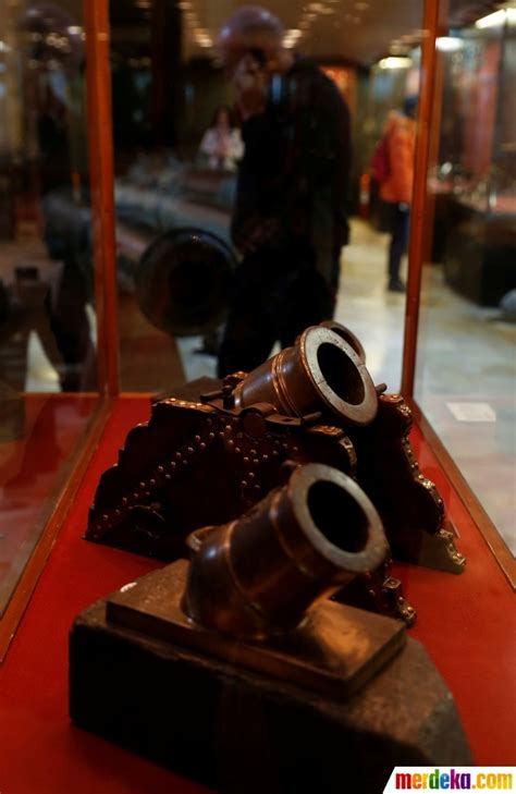 Buku Darrin Zeer Travel foto antiknya senapan kuno saat dipamerkan di malta merdeka