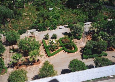 aiuole giardino aiuola della pace dedicata ucai martiri per la