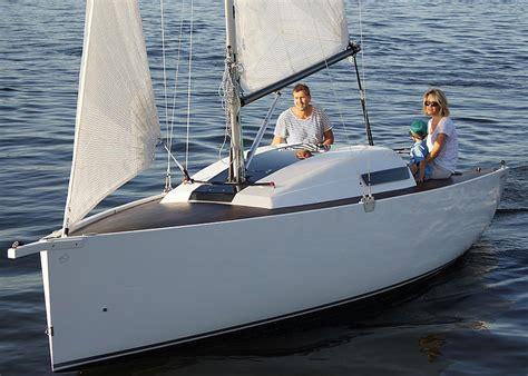 piccoli cabinati a vela conosci l european yacht of the year ormeggionline