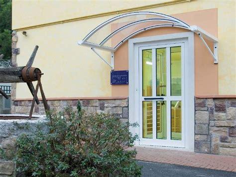 tettoie per porte d ingresso tettoie per ingressi coperture e pensiline per ingressi