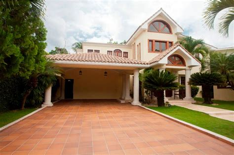 beautiful house located in arroyo hondo