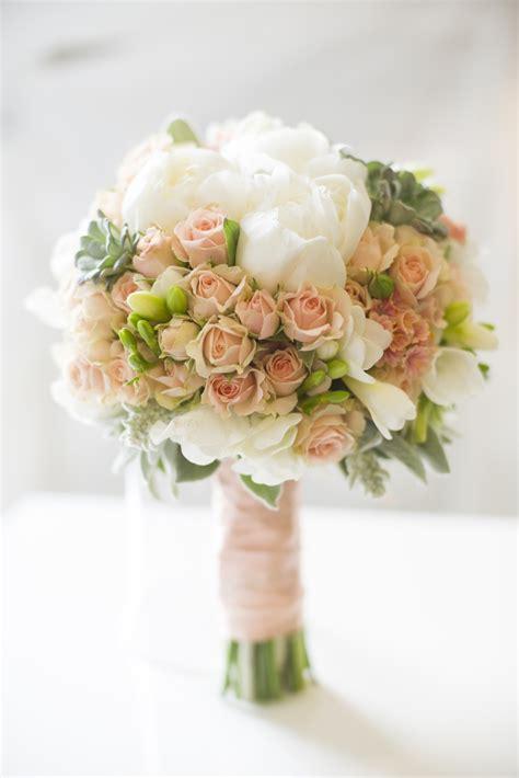 Buket Bunga Bouqqet Wedding Bouqqet pin by pollak cvijeće on vjenčani buketi wedding bouquet