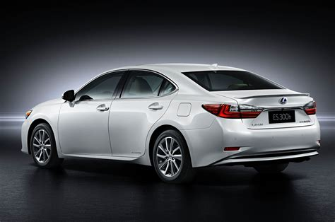 lexus sedan white 2016 lexus es first look motor trend