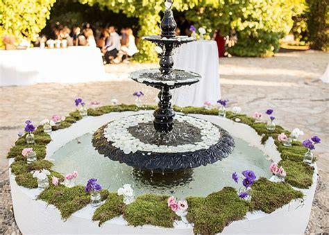 decorar la boda las fuentes de agua decoradas en las bodas patios