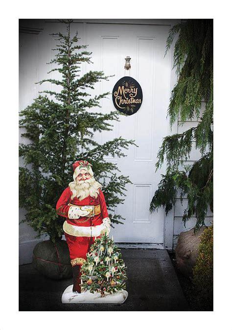christmas santa holding christmas tree decoration nova68