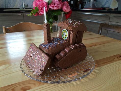 kindergeburtstag kuchen rezept mit bild bagger planierraupe kuchen f 252 r den kindergeburtstag
