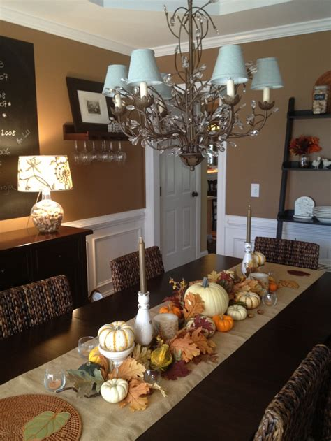 30 beautiful and cozy fall dining room d 233 cor ideas digsdigs - Fall Dining Room Table Decorating Ideas