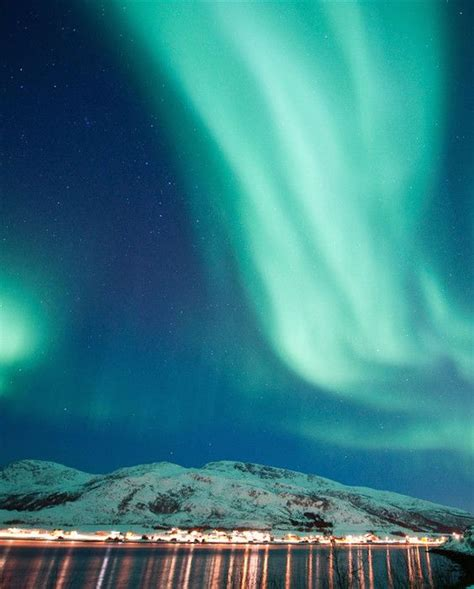 where to go to see the northern lights 10 reasons to visit iceland in the winter northern