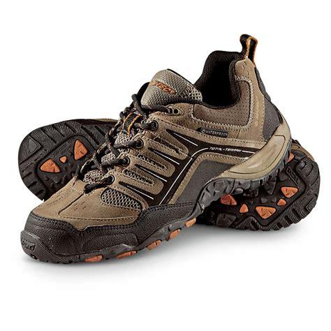 hi tec shoes s hi tec 174 total terrain pursuit hiking shoes brown