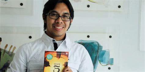 Ahmad Fuadi Buku Negeri 5 Menara Dll 4 Ebook Pdf Only ahmad fuadi penulis negeri 5 menara penerima 8 beasiswa