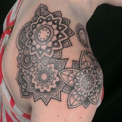 tattoo mandala ventre les 25 meilleures id 233 es de la cat 233 gorie mandala tattoos