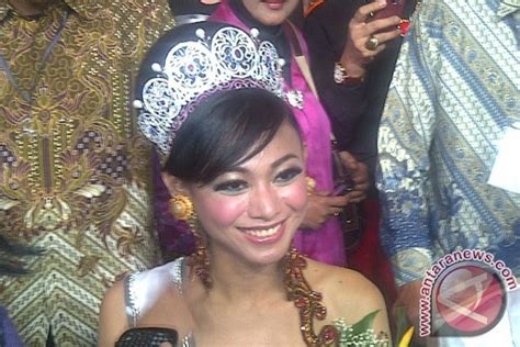 gaun putri indonesia putri indonesia bawa gaun reog ponorogo ke miss universe