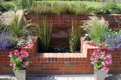 decorar jardines con ladrillos 12 ideas para usar ladrillos en el dise 241 o de tu jard 237 n