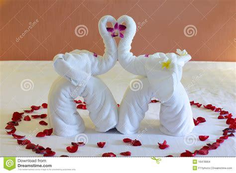 imagenes de toallas blancas un elefante hecho de las toallas blancas imagenes de