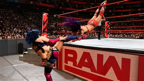 wwe raw review huge match   elimination chamber