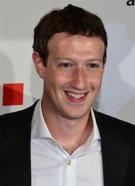 mark zuckerberg biography and history of facebook mark zuckerberg computer programmer philanthropist