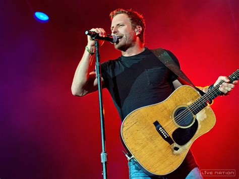 dierks bentley day bentley dierks bentley makes one fan s day in a