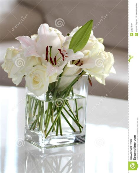 Flowers In White Vase by White Flowers In A Vase Stock Photo Image 27534500
