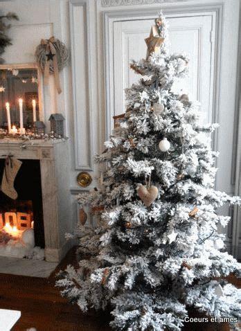love  snow covered christmas tree  burlap ornaments christmas decor ideas