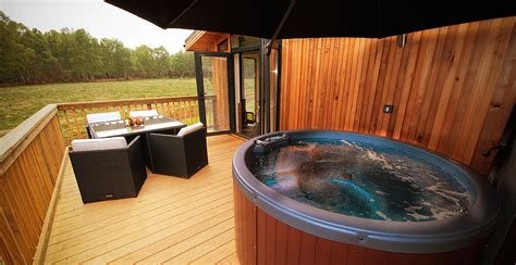 Late Deals On Log Cabins With Tubs by Sherwood Forest Holidays Lodges Log Cabins Sherwood