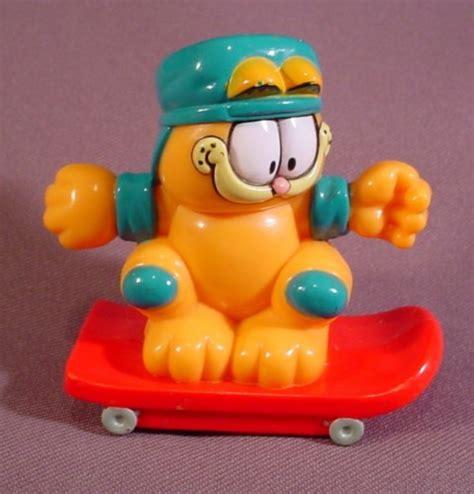 Helm Garfield garfield the cat on skateboard with green helmet knee