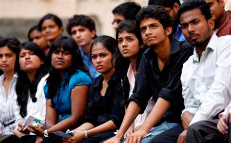 Number Of Indian Applicants Mba by 90 000 Indian Students Apply For Us Visa 4 000 Make The
