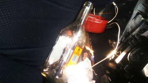 Botol Minuman Alkohol botol minuman alkohol dan sedotan berlipstik pink ada di