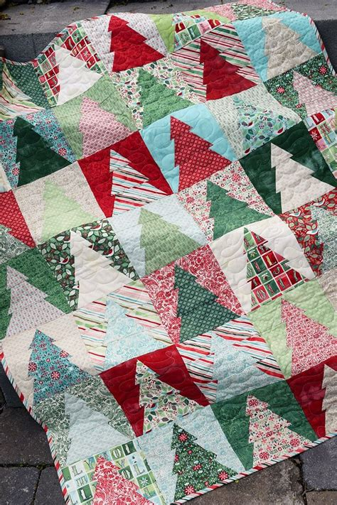 pattern for a christmas quilt best 25 christmas quilt patterns ideas only on pinterest