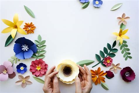 membuat kerajinan tangan  kertas krep dekorasi
